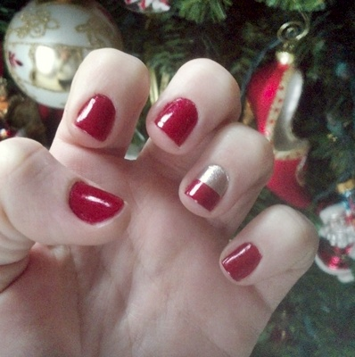 silver + red mani.